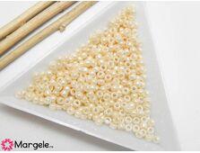 Toho rotunde 8/0 : opaque lusted lt. beige (5g)
