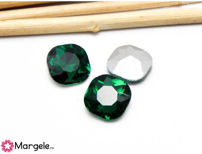 Cabochon din sticla 10mm emerald (1buc)