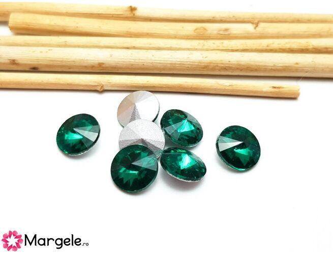 Cabochon din sticla emerald 8mm (1buc)